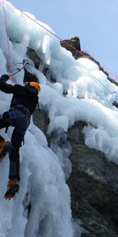 Cascade de glace à Aiguilles en Queyras